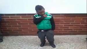 La salsa choque se apodera de este niño y se luce en la web Video: