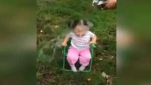 Niña de dos años sufre con Ice Bucket Challenge Video: