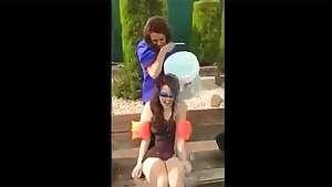El desafío del balde de agua helada más doloroso de todos Video: