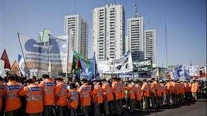 Sindicatos opositores de Argentina inician huelga de 36 horas  Video: