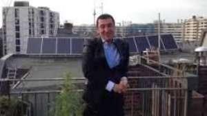 Político se tira balzado  ¡y muestra planta de marihuana! Video: