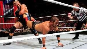 RAW: Curtis Axel no puede soportar el Cerrojo de los Patriotas de Swagger Video: