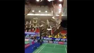 Graban la caída del techo de un estadio en Vietnam Video: