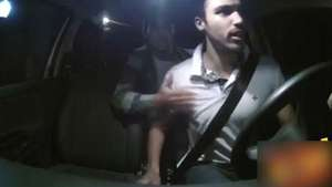 Genial y cruel broma de ataque zombi en taxi Video: