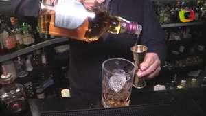 TERRA - Aprende a preparar un coctel con ron y whisky Video:
