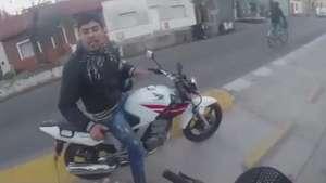 Turista graba su propio asalto en Argentina Video: