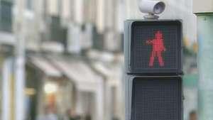 El semáforo que baila y reduce atropellos Video: