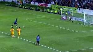 Ronaldinho falló un penal en su debut con el  Querétaro Video: