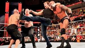 RAW: el duelo entre Cena y Orton termina en una batalla campal Video: