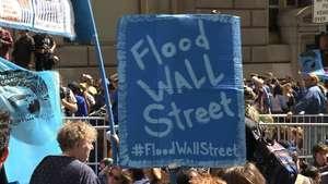 Miles protestan contra cambio climático en Wall Street Video: