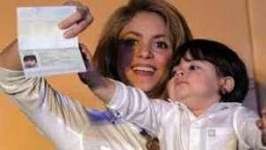 Muy tierno!: Shakira enseña a leer a Milan Video:
