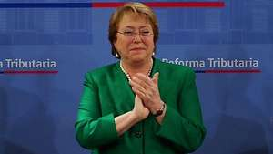 Promulgan reforma tributaria en Chile Video: