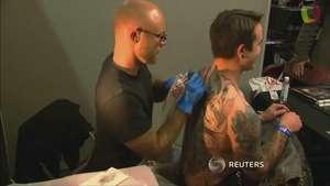 Londres celebra su décima convención del tatuaje Video: