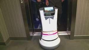 Un hotel tiene a un robot como mayordomo Video: