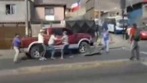 Conductor ebrio chocó y botó un semáforo en Antofagasta Video:
