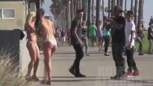 Guapas chicas quedan en ropa interior tras estornudo Video: