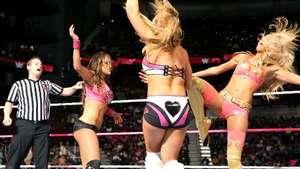 RAW: las Gemelas Bellas se rodean de amigas para retarse en el ring Video: