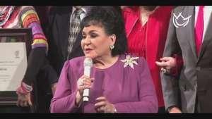 Carmen Salinas entre homenaje y pistolas de agua Video: