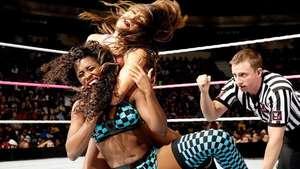 SmackDown: Nikki Bella se pone en forma antes de Hell in a Cell Video: