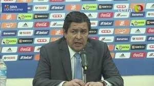 Luis Fernando Tena sale molesto por derrota Video: