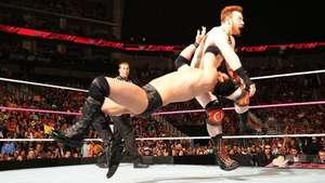 RAW: Sheamus no fue suficiente y entre Mizdow y los suyos le tumbaron Video: