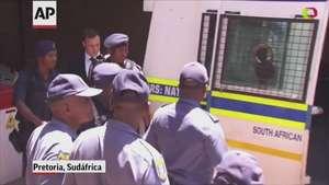 Pistorius, condenado a 5 años de prisión por matar a su novia Video: