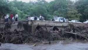 Daños por fuertes lluvias dificultan rescates en Guerrero Video: