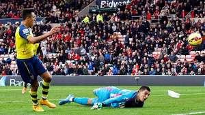 Doblete de Alexis Sánchez le da el triunfo al Arsenal Video:
