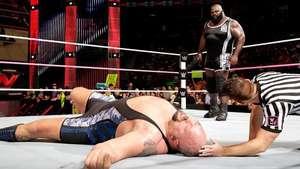 RAW: Mark Henry traiciona a su amigo Big Show Video: