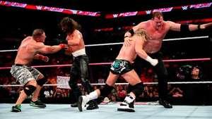 RAW: el caos estalla en el evento principal entre Cena y Rollins Video:
