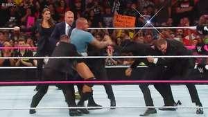 RAW: Orton desafía a Triple H atacando a Rollins delante de sus narices Video: