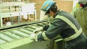 Bolivia refina lingotes de plata por primera vez Video: