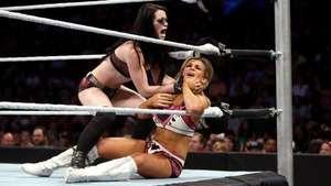 WWE Main Event: Natalya no puede detener el Huracán Paige Video: