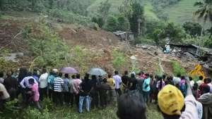 Cien enterrados vivos por alud en Sri Lanka Video: