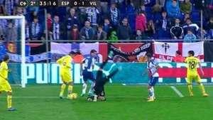 Terrible!: Brutal caída del portero del Villarreal Video: