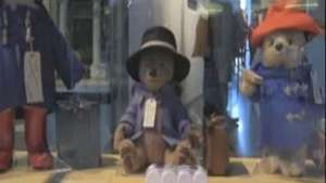 El Oso Paddington salta de los libros al cine y al museo Video: