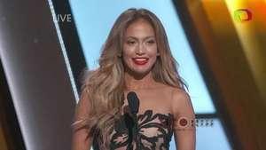 Jennifer Lopez se ríe de su error en entrega de premios Video: