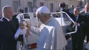 Papa Francisco rifará sus regalos para apoyar a los pobres Video: