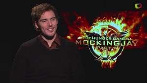 Sam Claflin  explora la tensión de 'The Hunger Games: Mockingjay Part 1' Video: