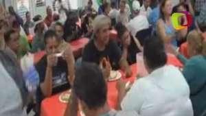 El boxeador Félix Verdejo visita a pobres en el Día de Acción de Gracias Video: