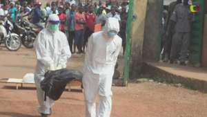 Sierra Leona: Amontonan cadáveres de muertos por ébola como protesta Video: