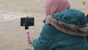 Corea del Sur anunció multas por bastones para 'selfies' Video: