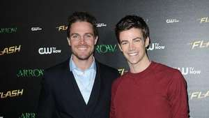 See The Flash & Arrow Crossover! Video: