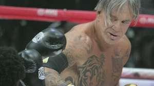 Mickey Rourke vuelve con una victoria al boxeo Video: