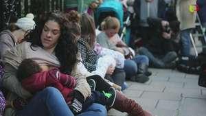 Protesta en Gran Bretaña por el derecho a amamantar en público Video:
