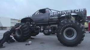 Monster Truck Raminator, el más rápido del asfalto Video: