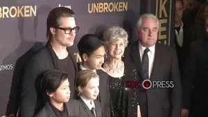 """La familia Pitt sustituye a Angelina en el estreno de """"Unbroken""""  Video:"""