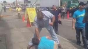 Detención ciudadana termina en paliza a delincuente Video: