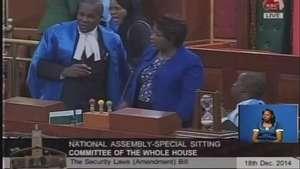 Caos en el parlamento de Kenia Video: