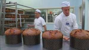 Prisión italiana hornea deliciosos pasteles de navidad Video: